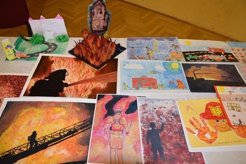 A pályázat célja, hogy a gyerekek kreatív alkotásokon keresztül mutassák be a tűzoltók izgalmas, egyben veszélyes világát.