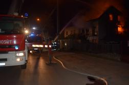 Ikerház fele égett Pécelen