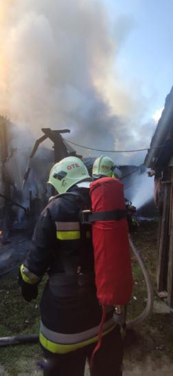 Önkéntes tűzoltók is részt vettek az oltásban