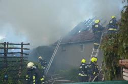 A családi ház tetőzete teljesen leégett