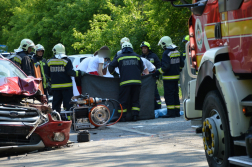 A kimentett sérülteket a mentők vizsgálják