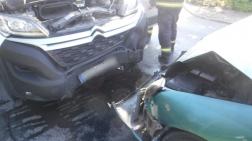 Az autónak teljesen összetört az eleje
