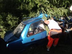 Az autóba egy ember beszorult