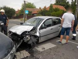 Az összetört autók forgalmi akadályt okoztak