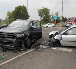 Kettő autó ütközött össze