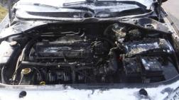 Teljesen kiégett a gépkocsi motortere
