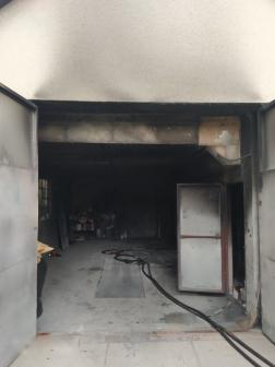 A műhely füsttel telítődött