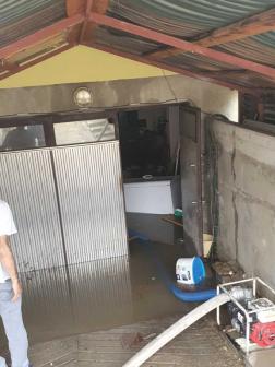 Pincéket, garázsokat öntött el a csapadék