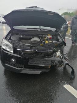 Szalagkorlátnak ütközött egy gépkocsi az M6-os autópályán