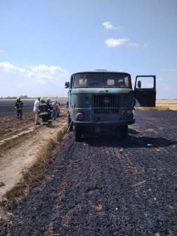 Egy teherautó is a tűz martalékává vált