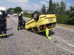 Felborult egy utánfutót vontató személygépkocsi