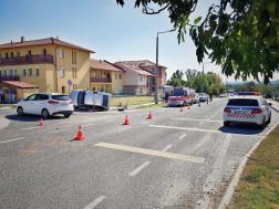 Az ütközés következtében az egyik gépkocsi felborult