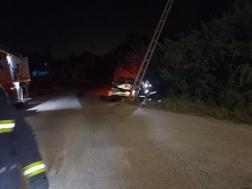 Villanyoszlopnak ütközött egy gépkocsi Szentendrén