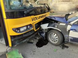 Az összetört járművek forgalmi akadályt okoztak