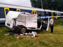 Személyvonat és kisteherautó ütközött össze Veresegyházán